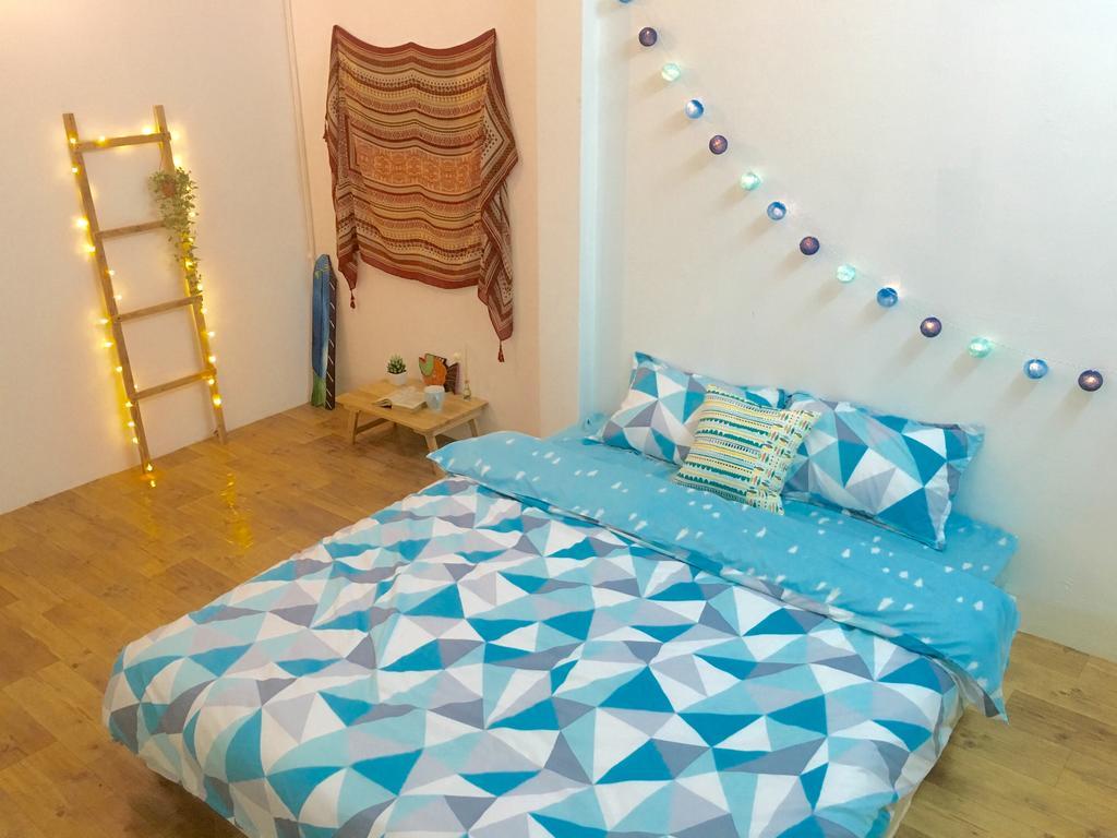 Căn phòng dành cho 2 người mang màu xanh mát của đại dương