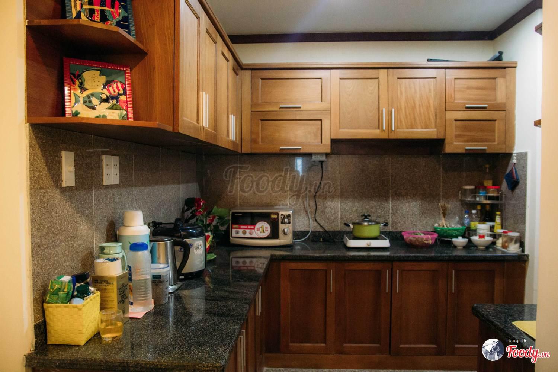 Căn bếp hiện đại đầy đủ vật dụng, thiết bị