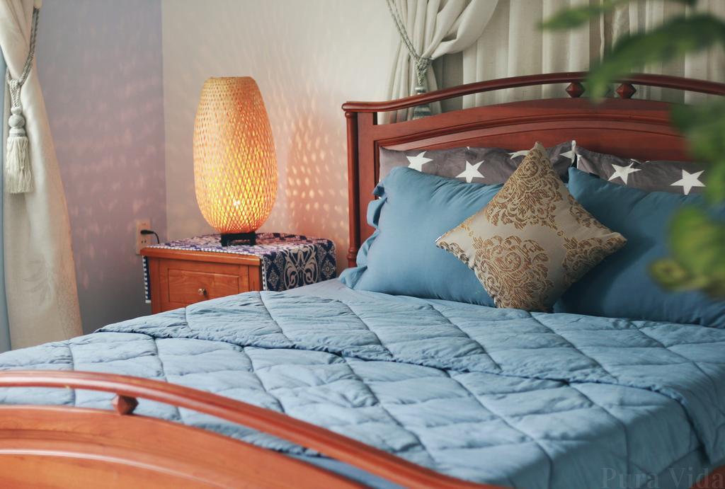 Căn phòng nhỏ xinh với tông màu nhẹ nhàng tạo cảm giác dễ chịu cho người ở