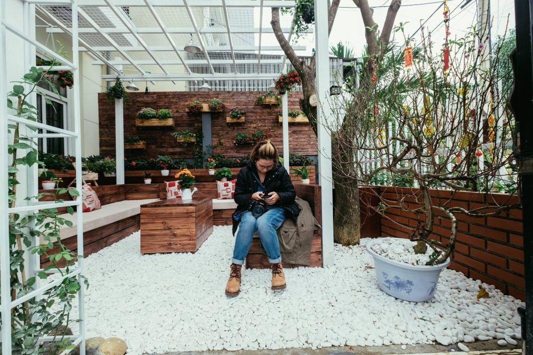 Sân vườn ấn tượng tại Little Flower