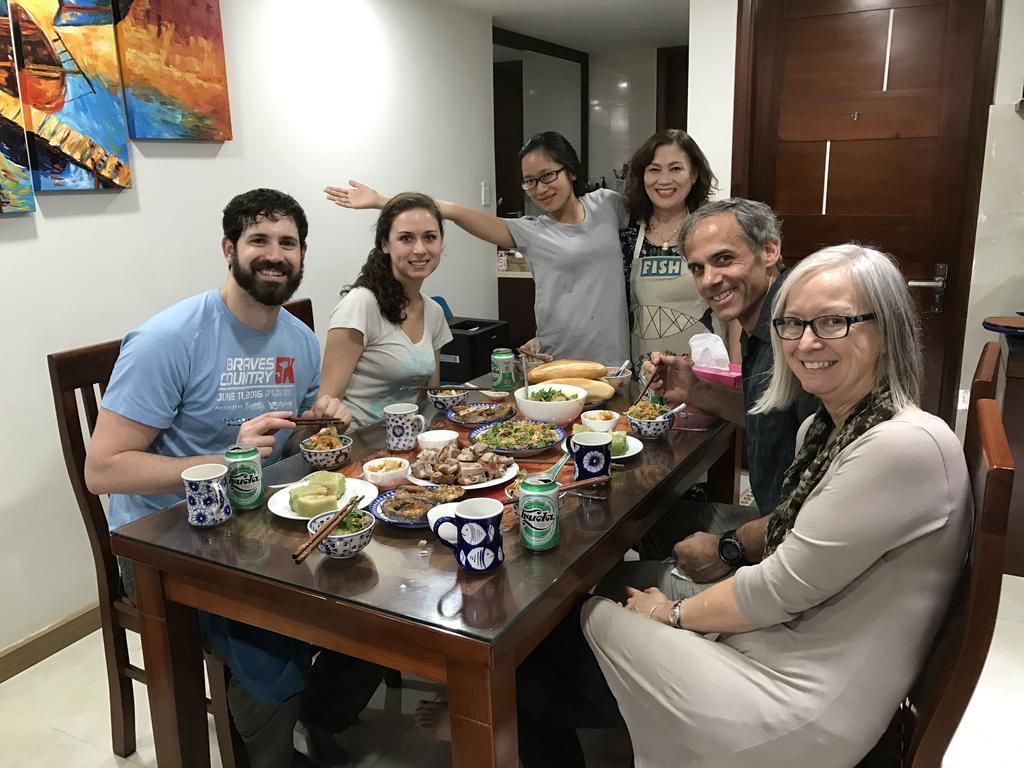 Những bữa cơm thân mật cùng gia đình Bà Mai