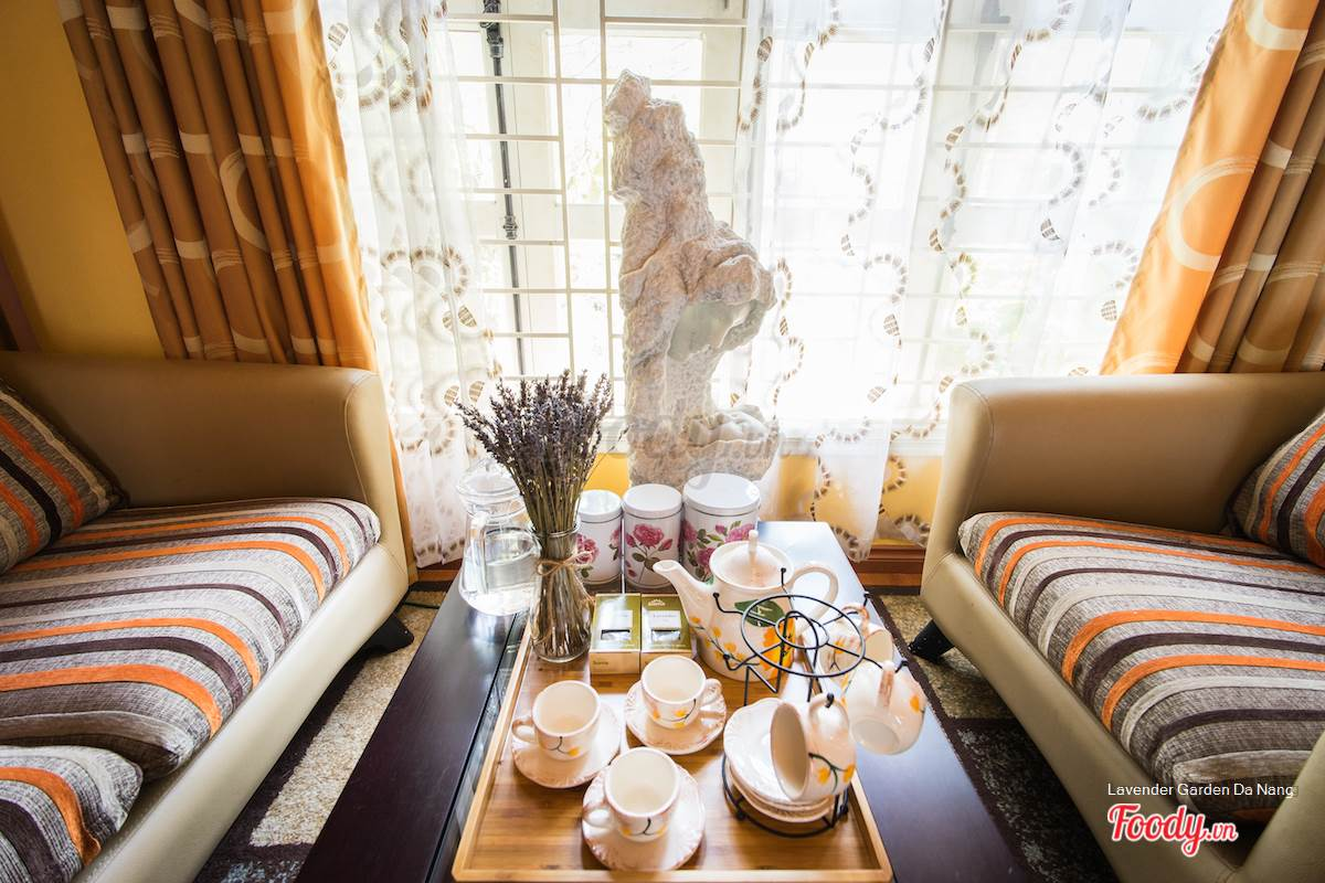 Phòng khách laverder sang trọng và ấm cúng